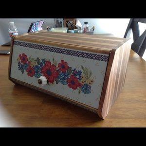 Pioneer Women Bread box